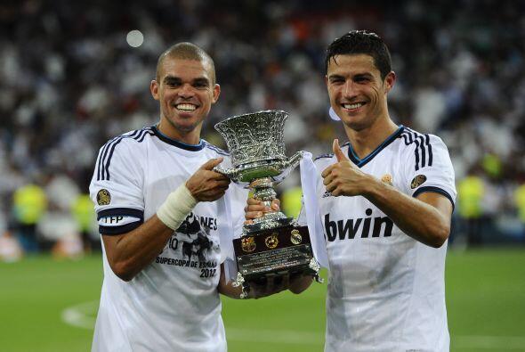Aquí aparecen Pepe y cristiano posando con el trofeo, tal y como lo hici...