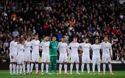 Los jugadores blancos portarán un brazalete por el luto del Real...