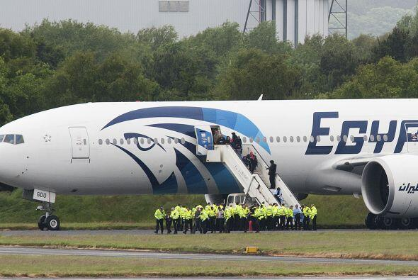 43- Egyptair, la aerolínea de Egipto, tuvo que lamentar la muerte de 448...