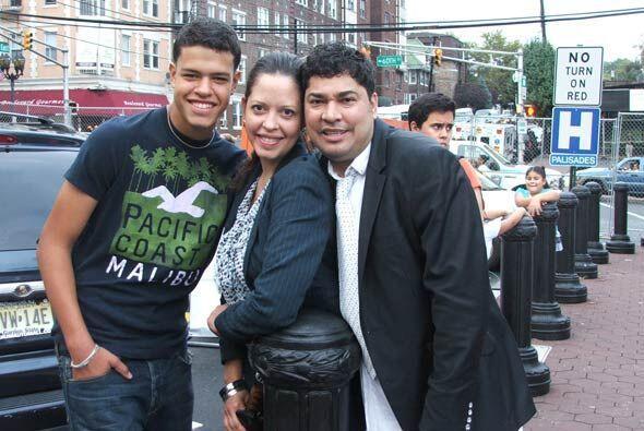 Despues quiso una foto con la directora de comunicaciones de Univision 4...