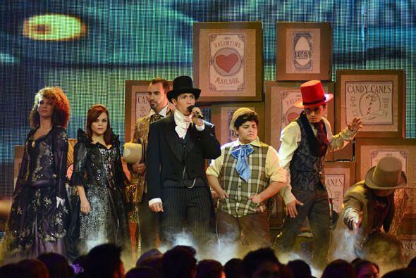Y como si estuviéramos en un musical de teatro, ¡comenzó la canción!