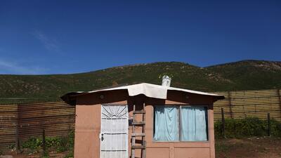 Las casas de la frontera: cómo es la vida al costado del muro entre EEUU y México (fotos)