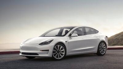 El sedán compacto de Tesla falla importantes pruebas de manejo