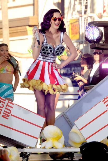 Divertida, colorida y muy sexy, la 'chica California' se ha robado el co...