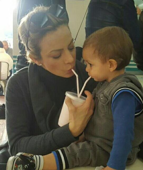 Silvia Navarro y su hijo