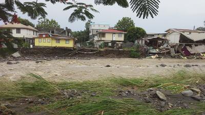 Severas inundaciones en la isla de Dominica tras el paso de Erika