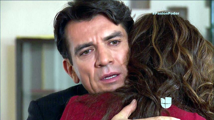 ¡Julia y Arturo ya no pueden ocultar su amor! DCB89C1234E94F1096107AFBEC...