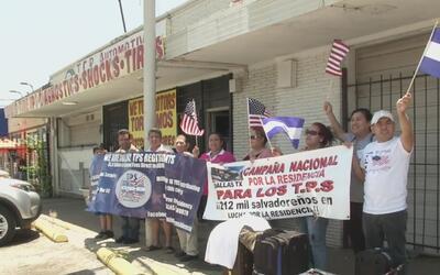 Un grupo de beneficiados con el TPS viaja a Washington para exigir respu...