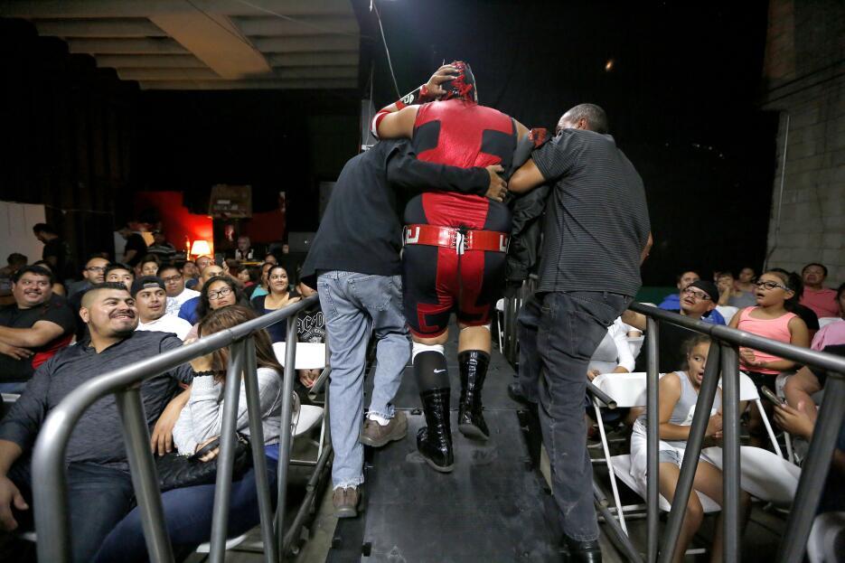 Los encuentros de lucha libre en Los Ángeles ahora se realizan en locale...