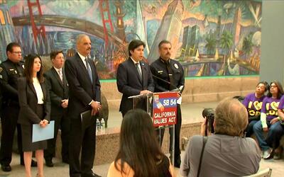 Proyecto de ley SB-54 sobre inmigración, a la espera de la decisión del...