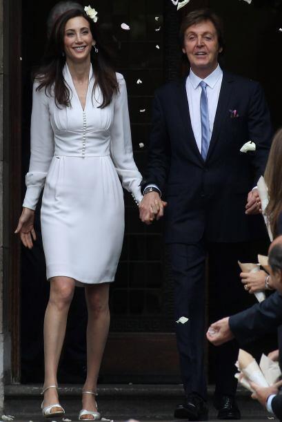Sir Paul McCartnry y Nancy Shevell saliendo del Registro Civil Marylebon...