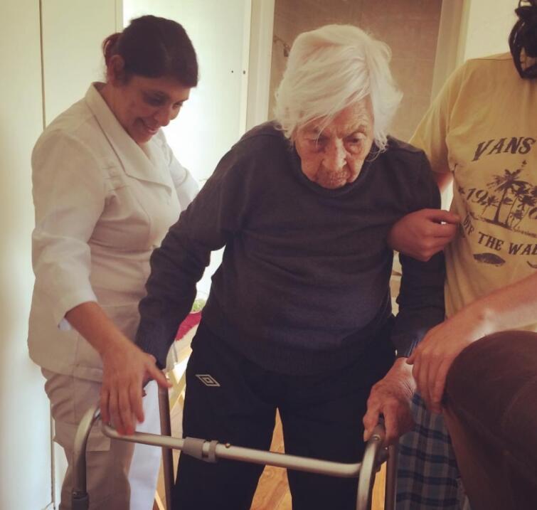 Thalía y Laura Zapata se reencuentran para festejar los 100 años de su a...