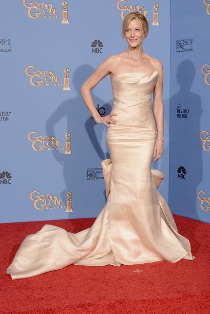 Anna Gunn lució espectacular en un vestido de Donna Karan Atelier.