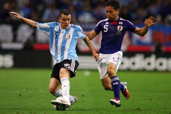 Andres D'Alessandro jugó por la banda izquierda y se junto con Messi en...