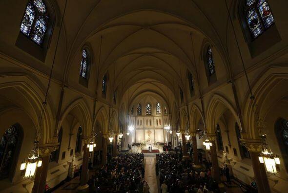 La imponente imagen de la Catedral de San Patricio, en NY, durante la ho...