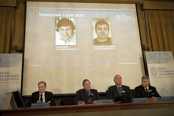 Los galardonados son Andre Geim y Konstantin Novoselov -profesores en la...