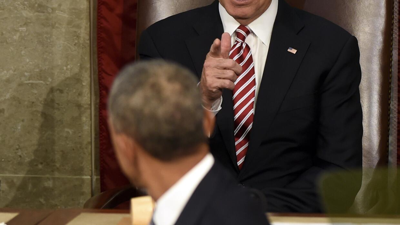 Obama mira a Biden