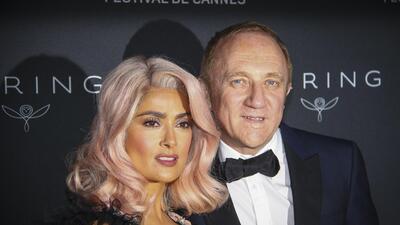Salma Hayek y otras famosas que han sorprendido con pelo de colores