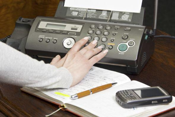 Enviar un fax. Si tienes menos de 35 años, probablemente no tenga...