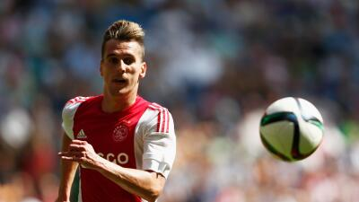 Ajax y Feyenoord ganan y siguen al frente