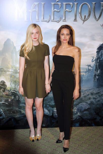 Angelina Jolie y Elle Fanning fueron las encargadas de atender a la pren...