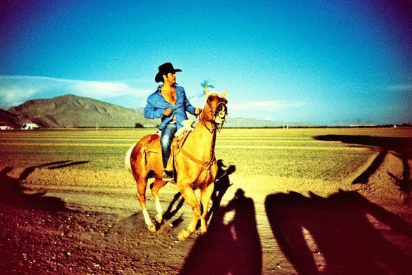 Los caballos no pueden faltar en la vida de este mexicano, por eso muest...