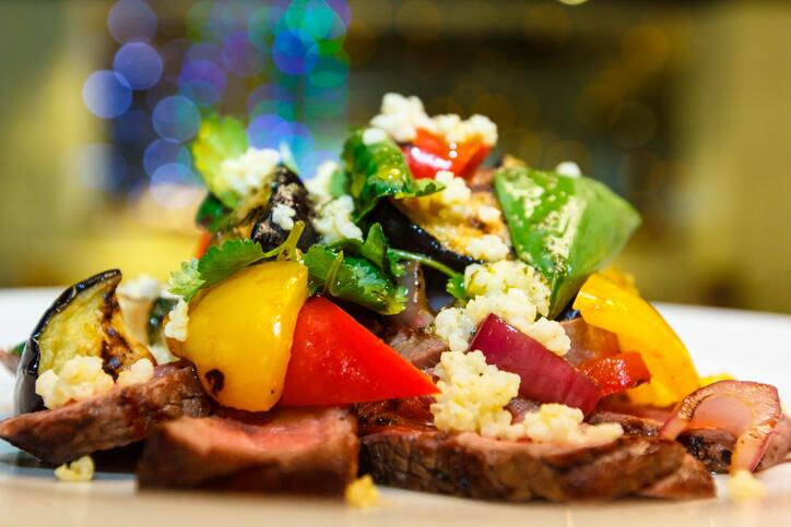 Esta combinación con verduras y carne conforma un plato rico y lleno de...