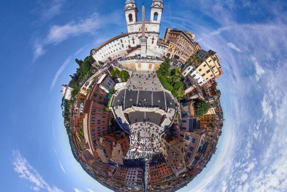 Esta es la plaza de España en Roma, Italia.