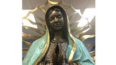 Las 'lágrimas de aceite' de la estatua de una virgen tiene a dos sacerdotes de una pequeña iglesia buscando explicaciones