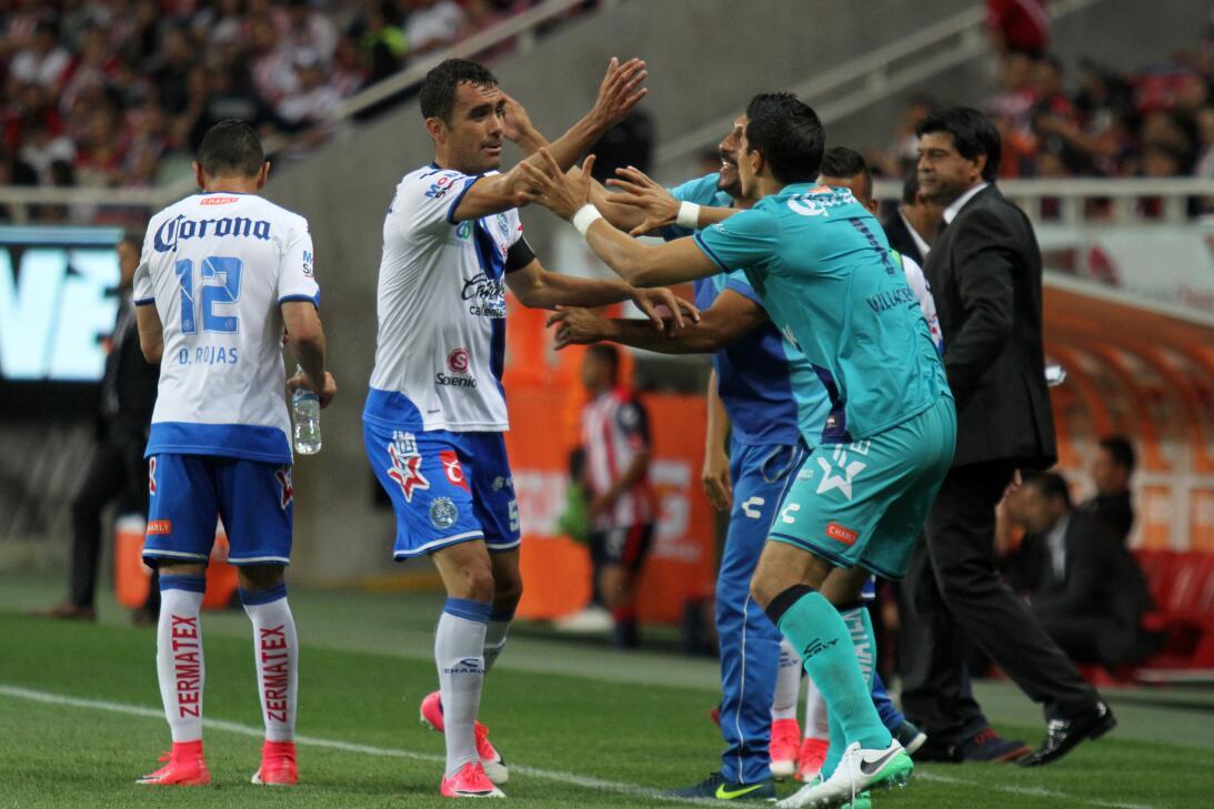 Chivas viene de atrás para ganar un partido de locura Edgar Duenas celeb...