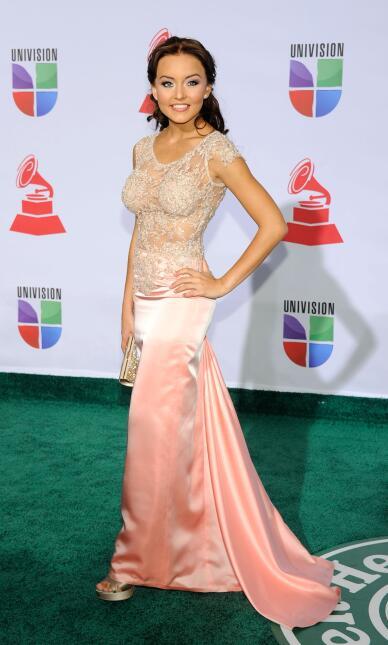 En los Latin GRAMMY 2011, la francesa Angelique Boyer lució muy sensual...