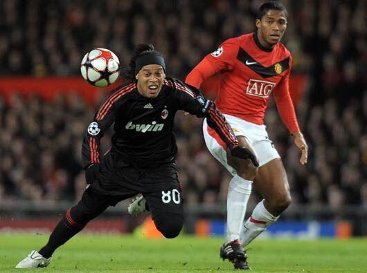 Ronaldinho y el resto del Milan nunca estuvieron a gusto sobre la grama...