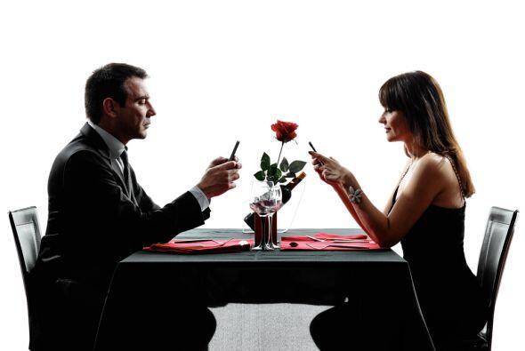 Deja el celular durante toda la cita. Si estás ahí es para conocer a la...