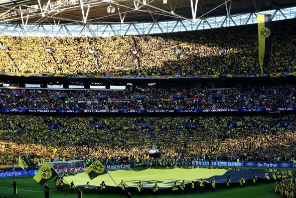 Ambiente espectacular en Wembley para la final de la Champions League en...