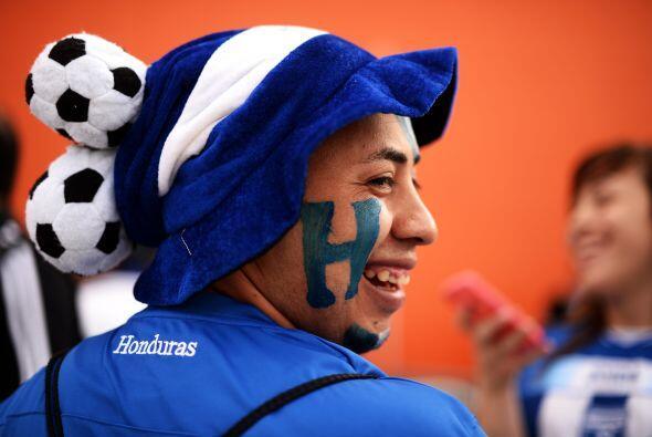 Antes del enfrentamiento entre Honduras e Israel, la afición catr...