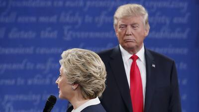 Así mira Donald Trump a Hillary Clinton