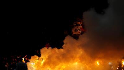 El Luzhniki fue un infierno de bengalas y humo en el segundo tiempo del juego entre CSKA y la Roma