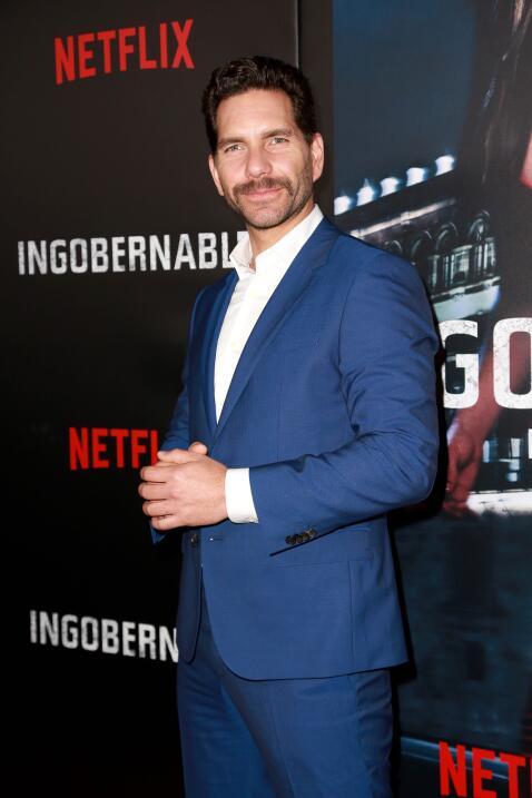 Con tremendo bigote y vestido de azul, el mexicano Arap Bethke.