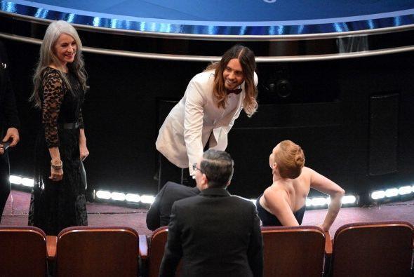Muy atento Jared saludó al marido de Amy Addams, que estaban en primera...