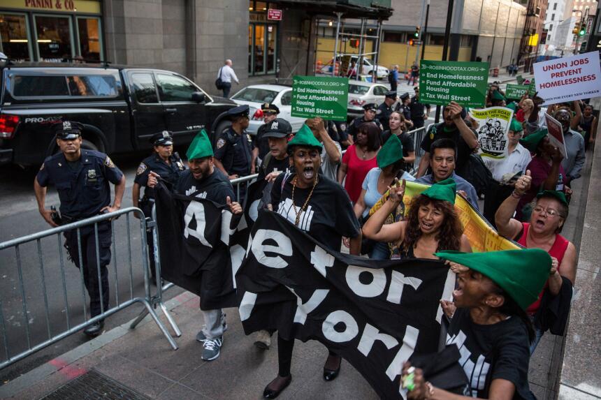 Protestan exigiendo opciones de vivienda más asequibles para los desampa...