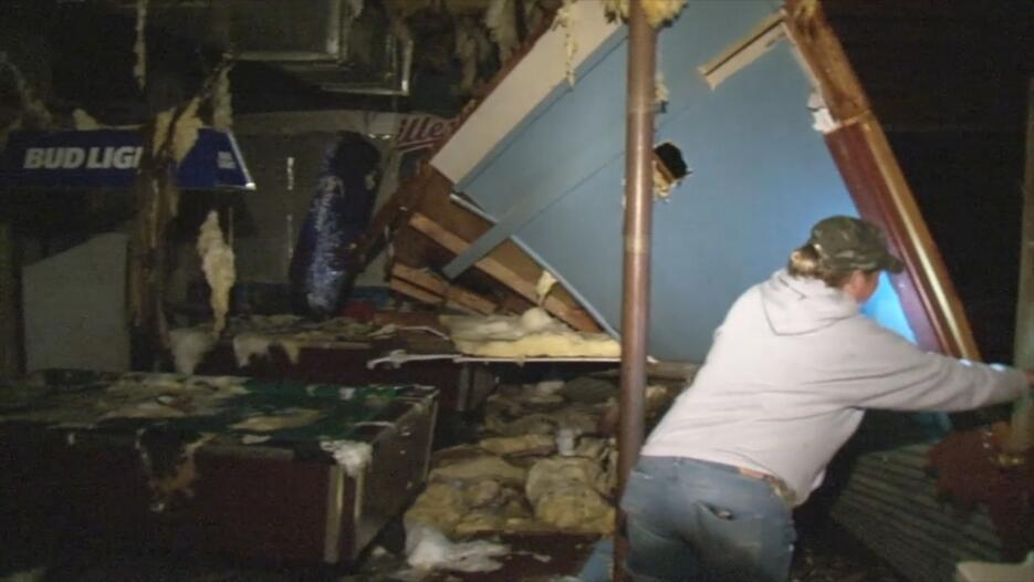 Destrozos en Sealy, Texas tras tormenta del pasado martes.