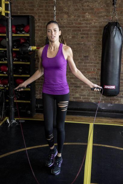 A Adriana Lima le gusta llevar al extremo su entrenamiento. Más videos d...