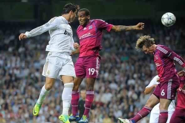 No pasaron los primeros 20 minutos y el Madrid golpeó. CR7 peinó la pelo...