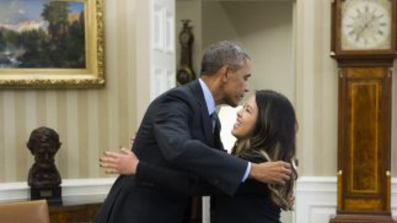 Obama se reúne con Nina Pham.
