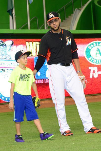 Encontramos al actor junto a su pequeño en el Marlins Park de Miami.