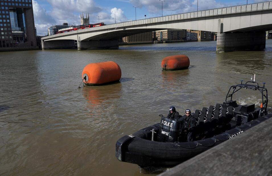 La policía londinense también ha aumentado el patrullaje a lo largo del...