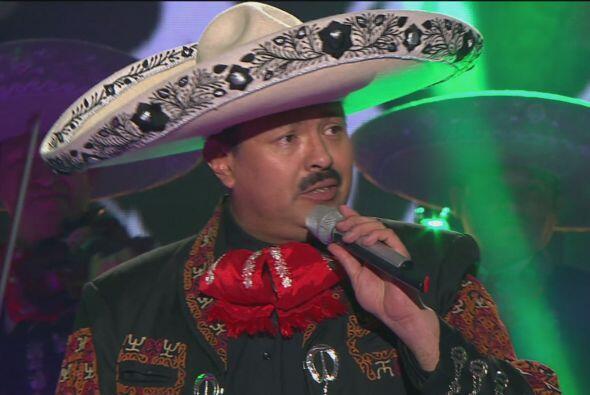 José Piña imitó a Pepe Aguilar con todo y su traje de charro.
