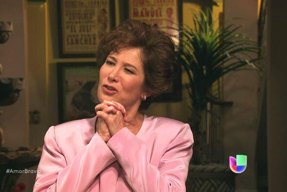 Agustina se encuentra indignada al darse cuenta que Don Daniel era un ca...