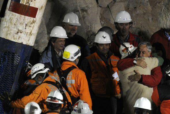 """""""Le estamos muy agradecidos"""", le dijo el minero al Presidente Sebastián..."""