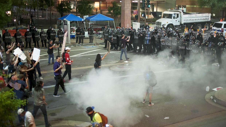 Así se vivieron los disturbios en Phoenix, Arizona tras visita de Trump